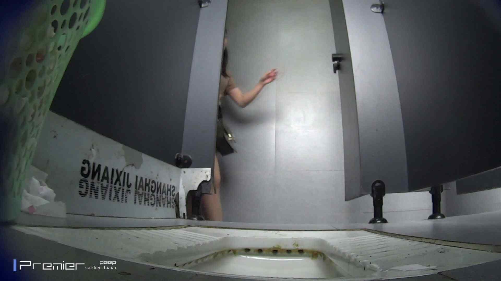 無料アダルト動画:おまたの下から覗く顔 大学休憩時間の洗面所事情43:怪盗ジョーカー