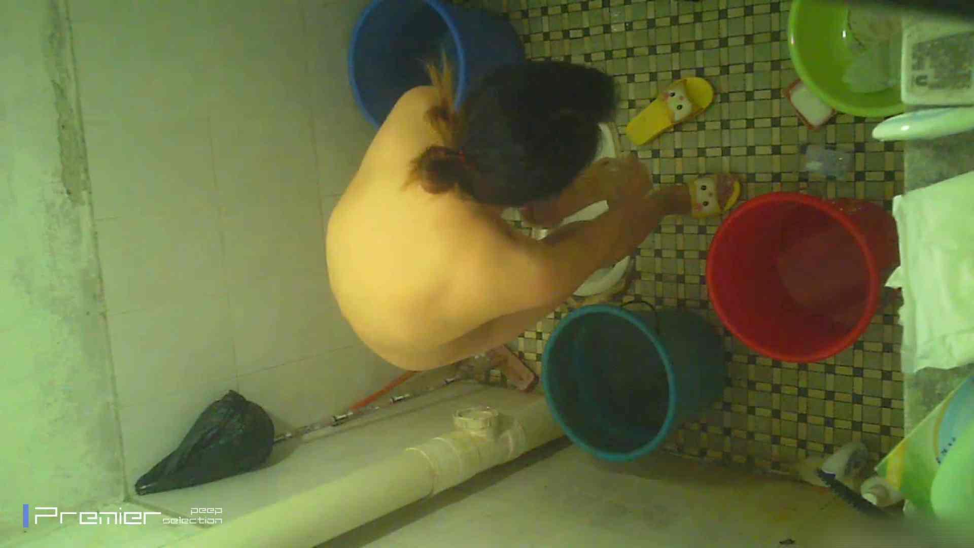 無料アダルト動画:美女の痴態に密着!洗面所で入浴! :怪盗ジョーカー