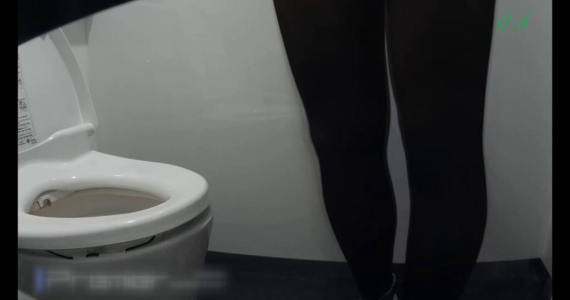 【某有名大学女性洗面所】有名大学女性洗面所 vol.74 後編 和式 | OLのエロ生活  83連発 13