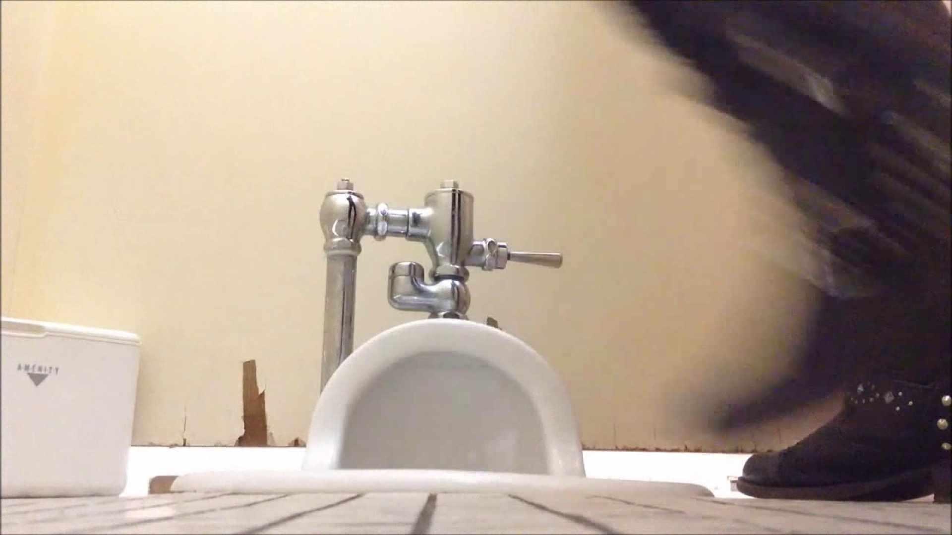 某有名大学女性洗面所 vol.04 潜入 のぞき動画画像 50連発 15