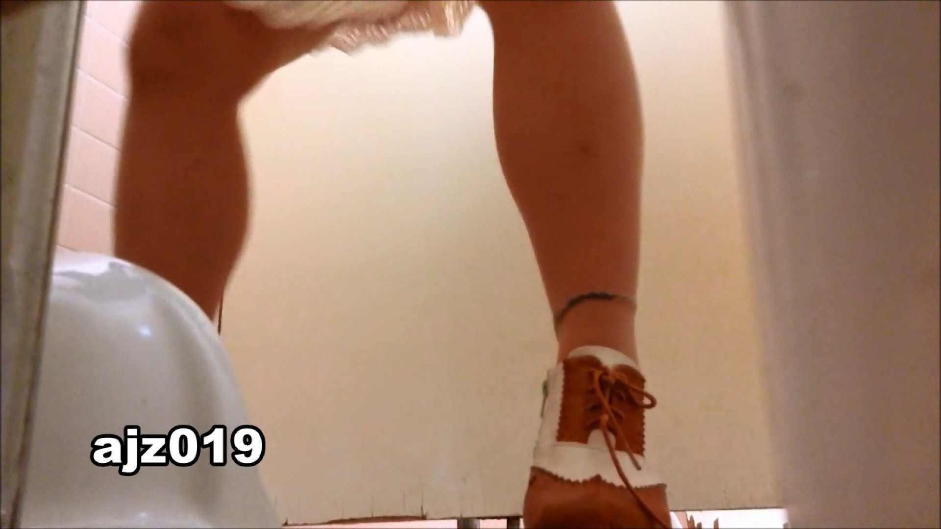某有名大学女性洗面所 vol.19 和式  82連発 24