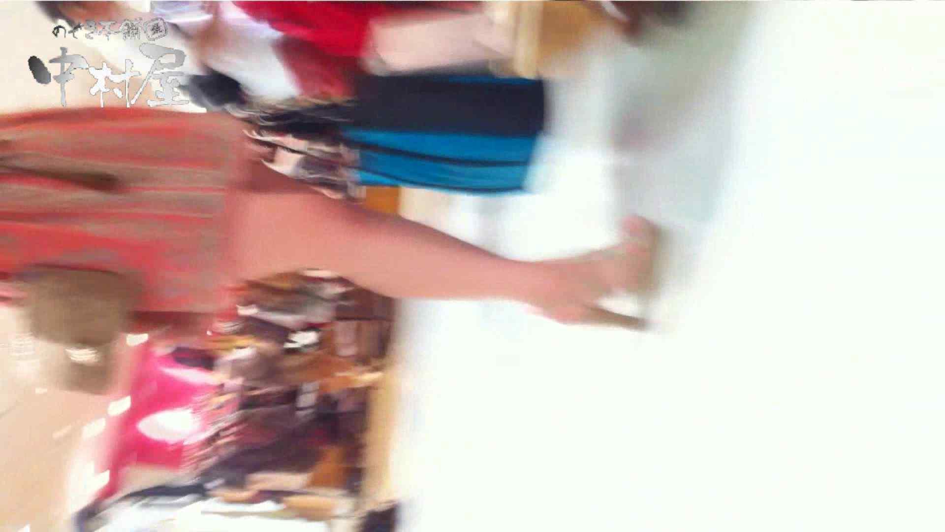 無料アダルト動画:vol.52 美人アパレル胸チラ&パンチラ おとなしそうな店員の胸元にアタック!:のぞき本舗 中村屋