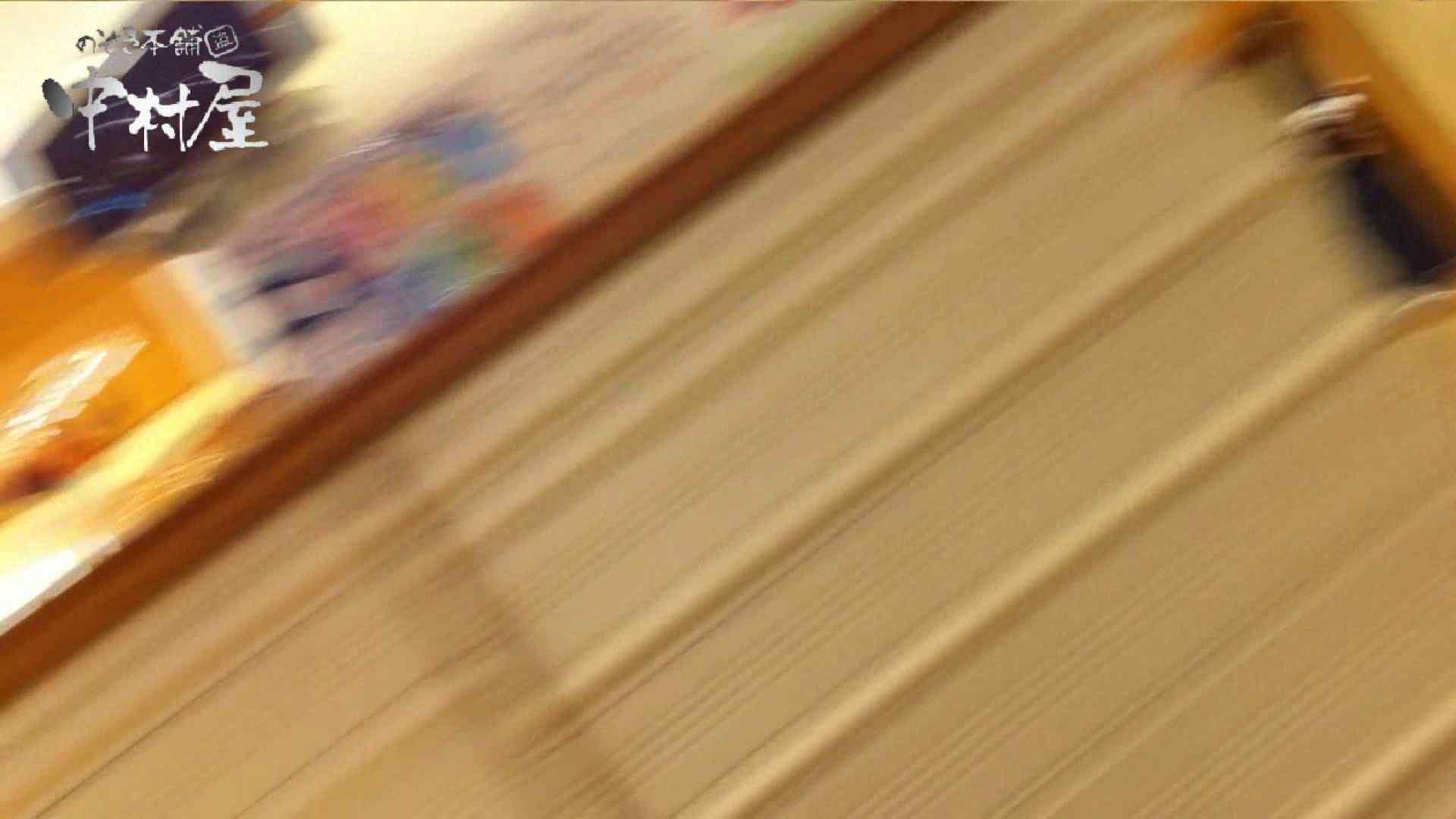 vol.65 美人アパレル胸チラ&パンチラ ムッチリ感がいい感じ花がらパンツさん 接写   胸チラ  57連発 16