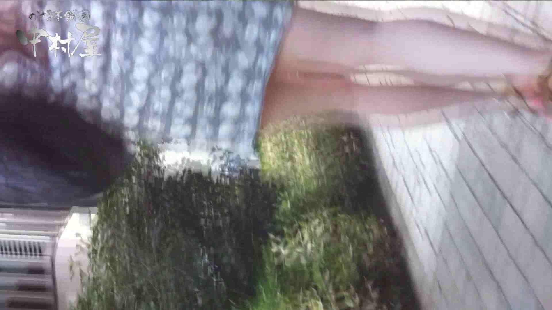vol.65 美人アパレル胸チラ&パンチラ ムッチリ感がいい感じ花がらパンツさん 接写   胸チラ  57連発 31