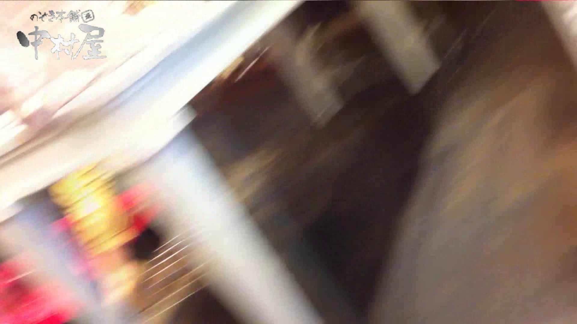 vol.65 美人アパレル胸チラ&パンチラ ムッチリ感がいい感じ花がらパンツさん 接写  57連発 40