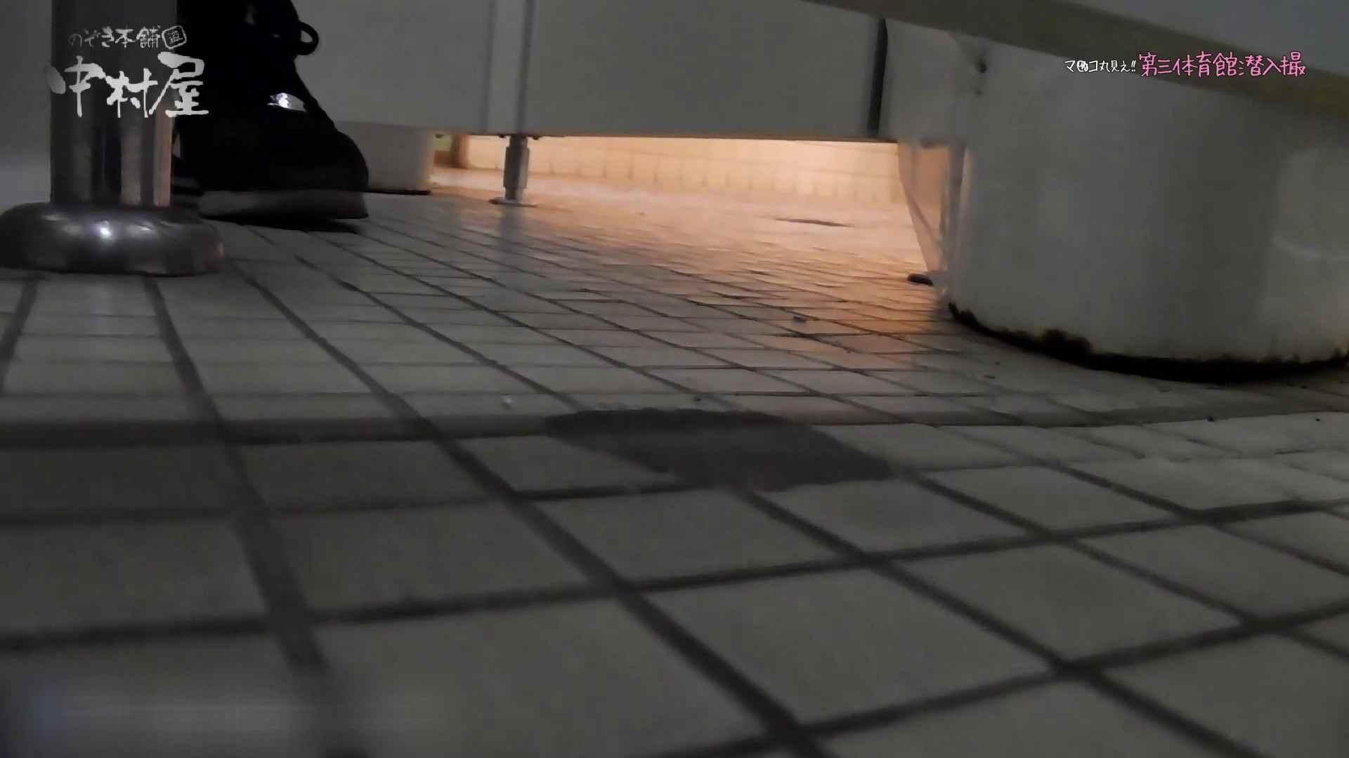 第三体育館File044長身のバレー部員が目の前の個室に入ってくれました。前編 体育館 盗撮動画紹介 82連発 49