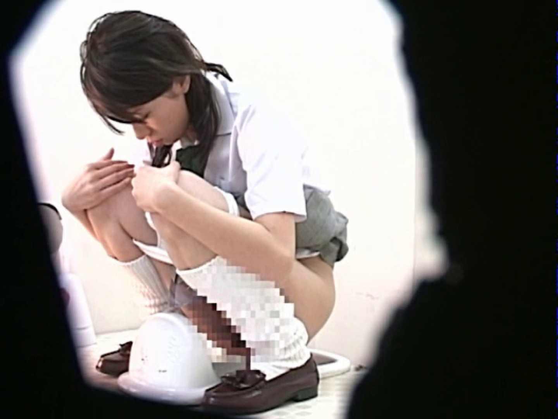 M字開脚制服女子を真下から盗撮! 制服   盗撮  56連発 1
