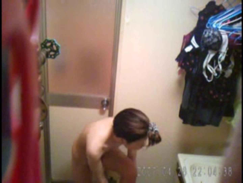 父親が自宅で嬢の入浴を4年間にわたって盗撮した映像が流出 脱衣所  77連発 60