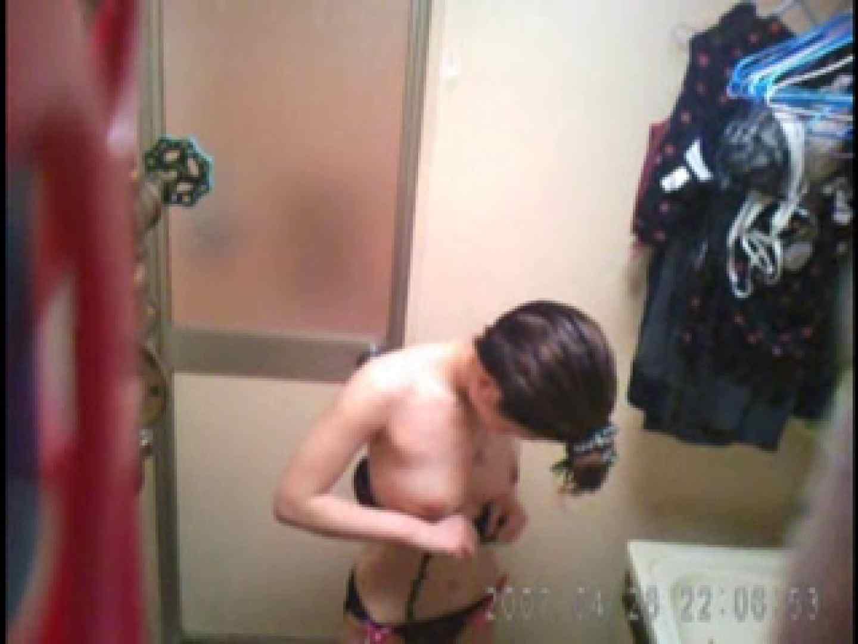 父親が自宅で嬢の入浴を4年間にわたって盗撮した映像が流出 脱衣所 | 盗撮  77連発 67