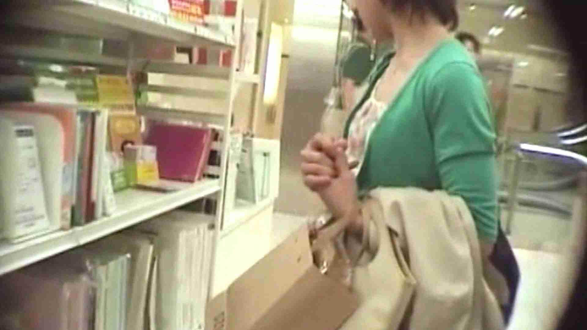真剣に買い物中のgal達を上から下から狙います。vol.06 JKのエロ生活 | OLのエロ生活  106連発 3