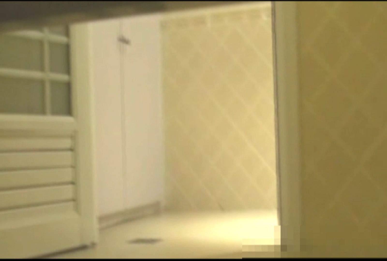 無料アダルト動画:洗面所で暗躍する撮師たちの潜入記Vol.6:ピープフォックス(盗撮狐)