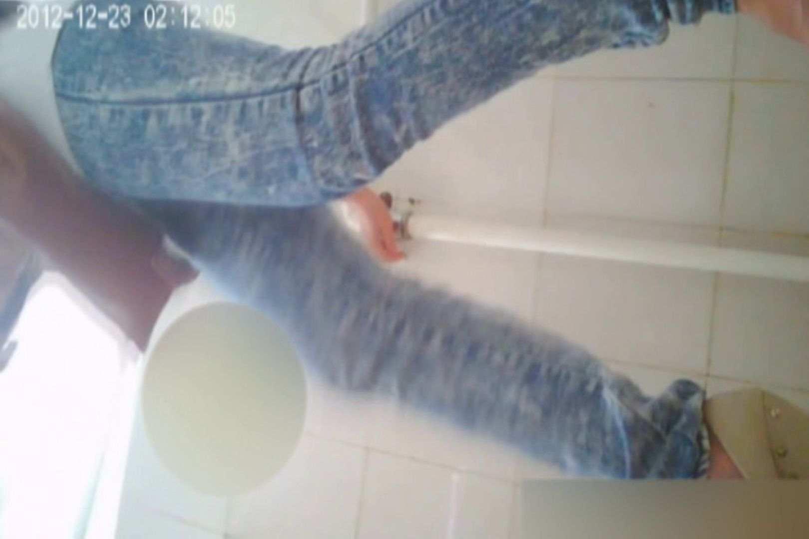 無料アダルト動画:洗面所で暗躍する撮師たちの潜入記Vol.37:ピープフォックス(盗撮狐)
