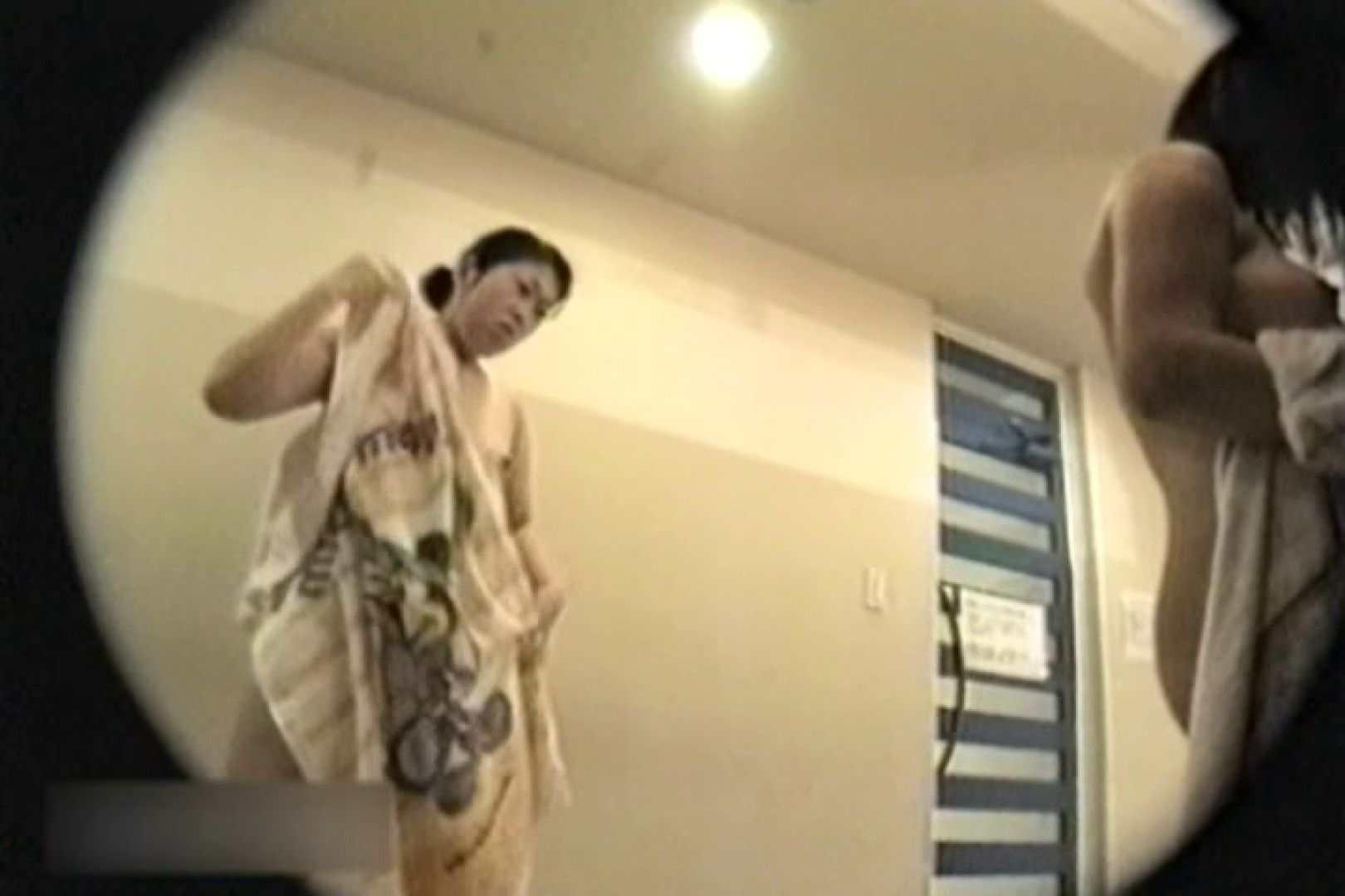 無料アダルト動画:某隊長執念の張り込み!更衣室お着替え覗きVOL.01:ピープフォックス(盗撮狐)
